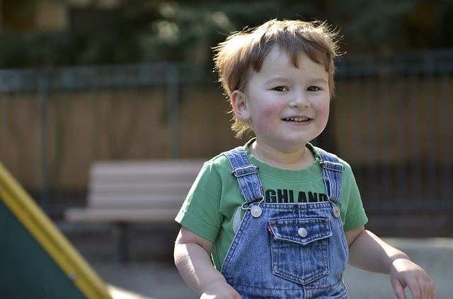 jakie zabawki dla dziecka z autyzmem